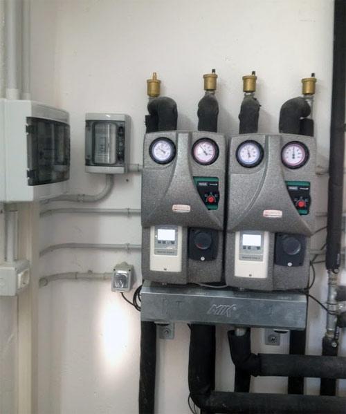 Gruppi di distribuzione idraulica con termoregolazione climatica